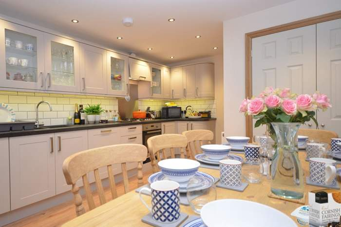 1 Rosemichael House,Sleeps 8 + cot, 2 miles NW of Falmouth