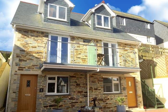2 Rosemichael House,Sleeps 8 + cot, 2 miles NW of Falmouth
