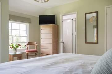 The Garden Bedroom has an en suite shower-room.