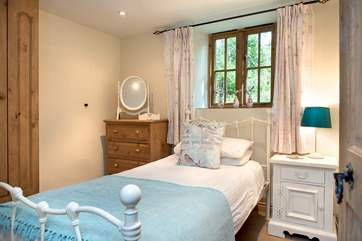 Swallows Nest has two pretty bedrooms.