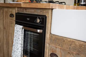 The kitchen has a cute oven with two ring hob and a fridge/freezer too.