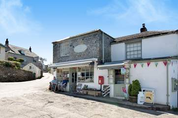 Just a short stroll will bring you into the village of Lerryn itself with a traditional village store, tea room and ice cream palour!