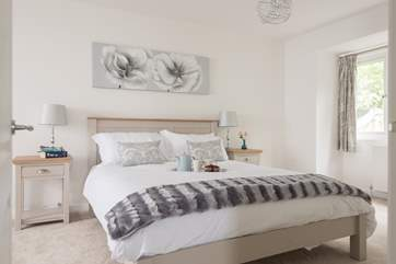 The large master bedroom with calm tones (Bedroom 4).
