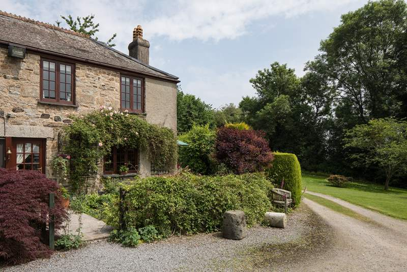The long sweeping drive delivers you to the centre of this little piece of heaven at Ullacombe Cottage.
