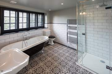 What a beautifully furnished en suite.