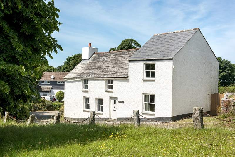 Delightful Kear Cottage sits opposite the village green in the peaceful hamlet of Michaelstow.