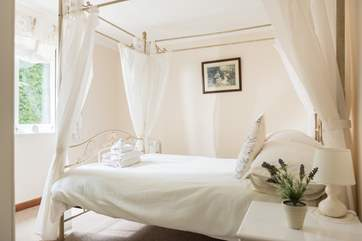 The pretty four-poster bed.