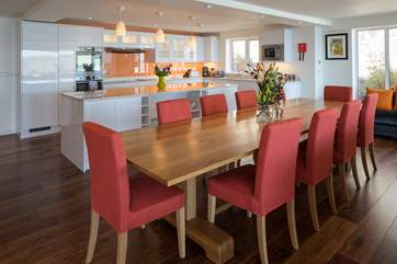 Eating and drinking together at this fabulous dining table is a pleasure.