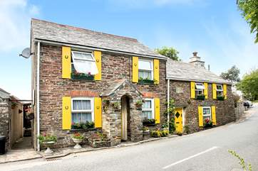 Haywain is the lower floor apartment in the left-hand cottage.