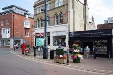 The High Street is full of cafe's, bars and restaurants