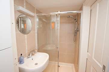 ... and with en suite shower-room