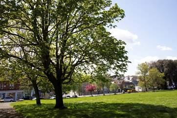 Northwood Park is just a few minuites walk away