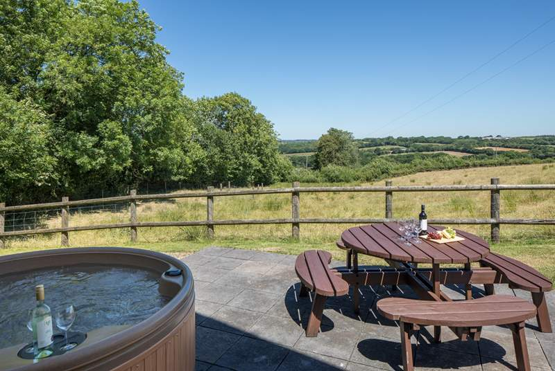 Enjoying a glass of something tasty whilst soaking up this view in your bubbling hot tub is unbeatable.