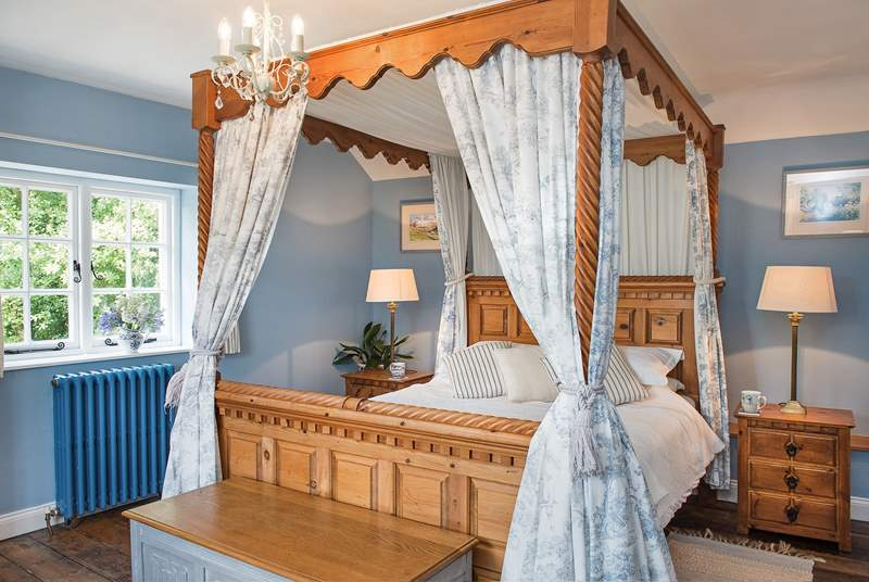 Treforda Cottage has two beautifully appointed bedrooms.