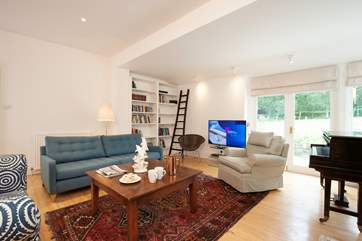 Plenty of space and comfortable seating in the Sitting-room