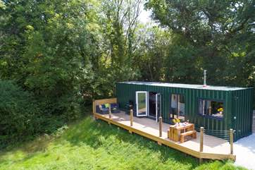 Huxham Hideaway offers the perfect get away from it all retreat for a couple but is situated just a couple of miles from the Cathedral City of Exeter.
