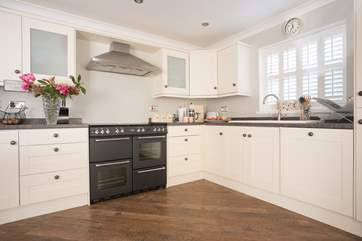 You will find everything you need in this well-equipped kitchen
