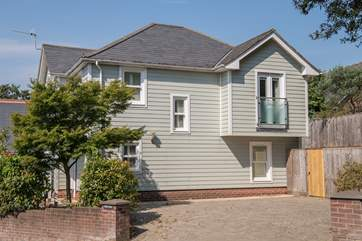 This beautiful property is perfectly located close to the beach and village in Bembridge