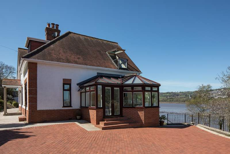 Cliff Top Cottage is nestled in the grounds of Meadowcliff House, which is also available for booking should you wish to bring the rest of the family.