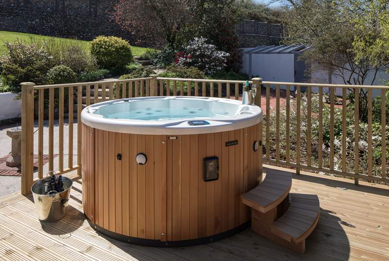 What a fabulous hot tub.
