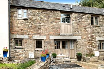 Pinnock Cottage is located between the owners' home and Winwalloe Cottage.
