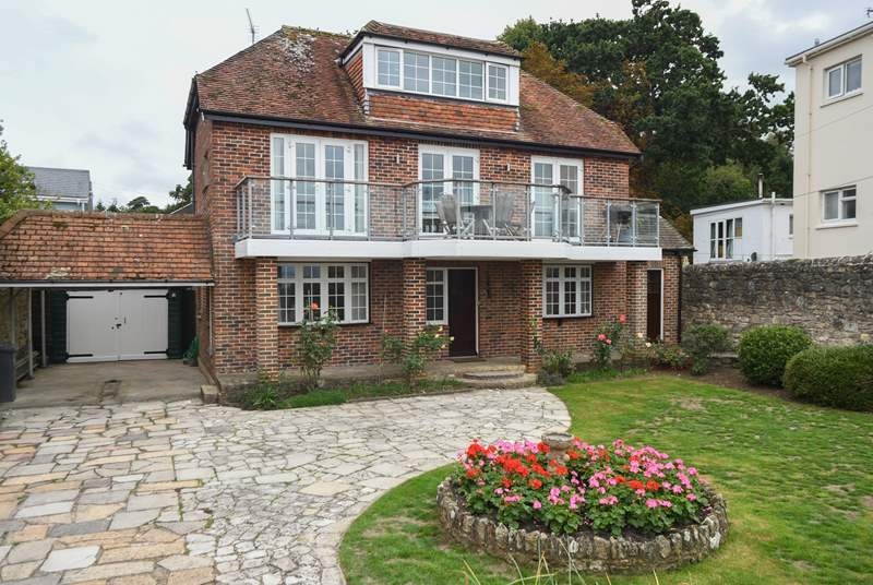 This beautiful detached property is located just a stone's throw from the beach.