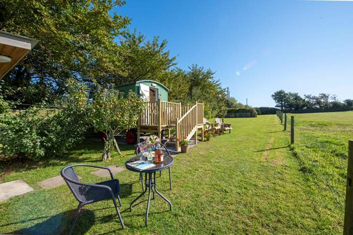 Blackberry Jack's Wagon,Sleeps 2 + cot, 2.8 miles E of Portreath