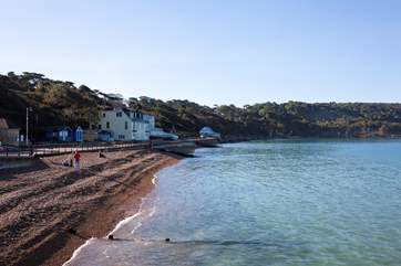 Totland Beach is a lovely place for a stroll which leads on to Colwell Bay.