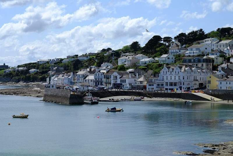 St Mawes is nearby with some excellent waterside restaurants. You can also catch the ferry to Falmouth from here.
