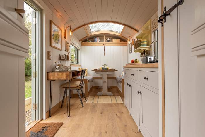Hayley's Hut,Sleeps 2 + cot, 7.7 miles S of Bideford