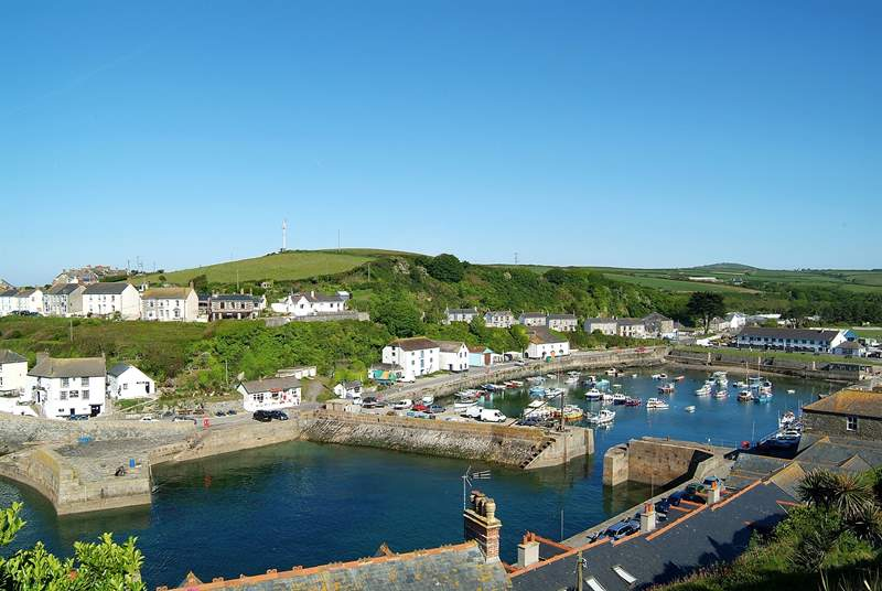 Porthleven offers a variety of places to eat.