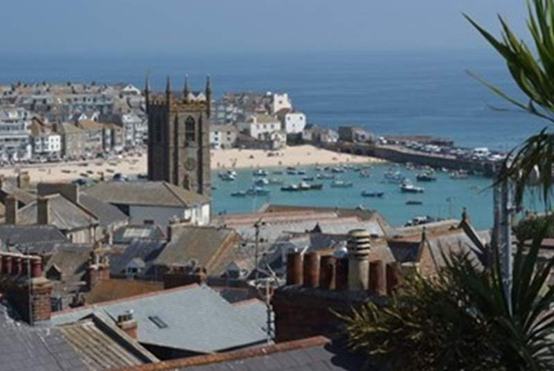 St Ives is a gorgeous seaside town, full of little cobbled streets, shops, galleries and amazing local fish restuarants.