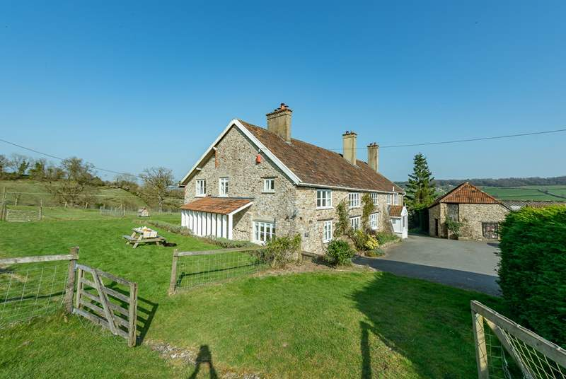 Whitehall Farm Cottage is part of a wonderful period farmhouse in a beautiful setting in the Otter Valley just outside the market town of Honiton.