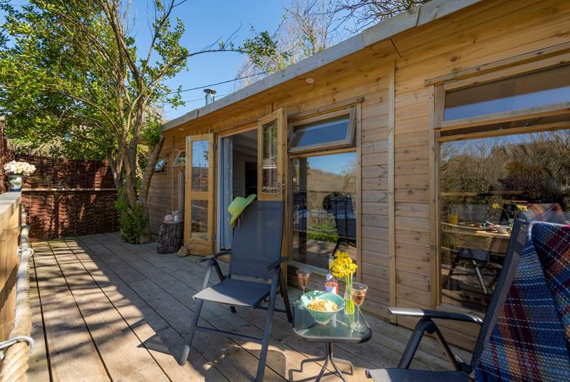 Tree Tops Cabin is the perfect get-away-from-it-all retreat, set in the charming Cornish fishing village of Cadgwith.