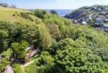 The sea and beach in charming Cadgwith really are a stone's throw away.
