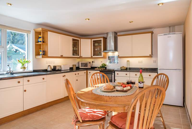 The well-equipped kitchen is the perfect place for a group meal.