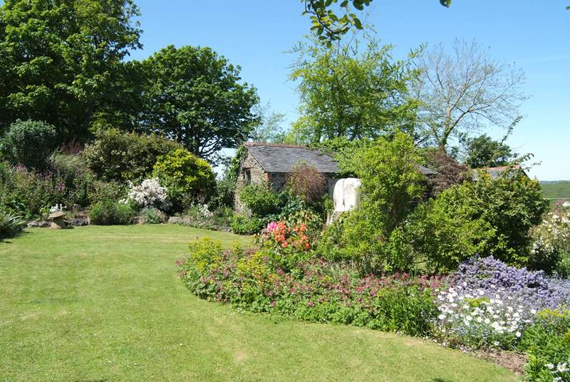 Bunnell Cottage, with its wonderful cottage garden at the front, adjoins the Owner's home (on the right).
