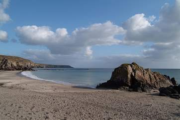 The family-friendly beach at Kennack Sands is a short drive away.
