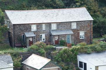 The Shippen is the middle cottage, with the white garage block below (small cars only, no SUVs, estate cars or 4x4s).