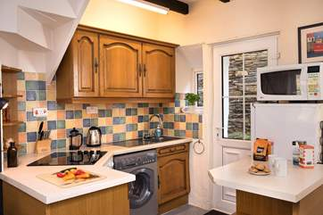 The small kitchen has all that you need but with so many choices of places to eat in Boscastle why tie yourself to the stove- you are holiday after all!