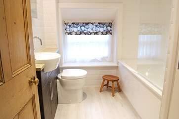 The gorgeous bathroom.