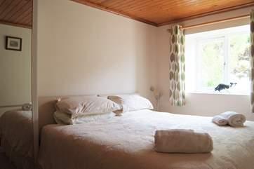 Bedroom 2 has zip-an-link beds (3' twin or 6' double).