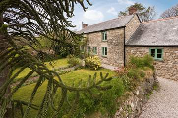 Seaureaugh Cottage is a pretty rural detached property on the outskirts of the village of Stithians.